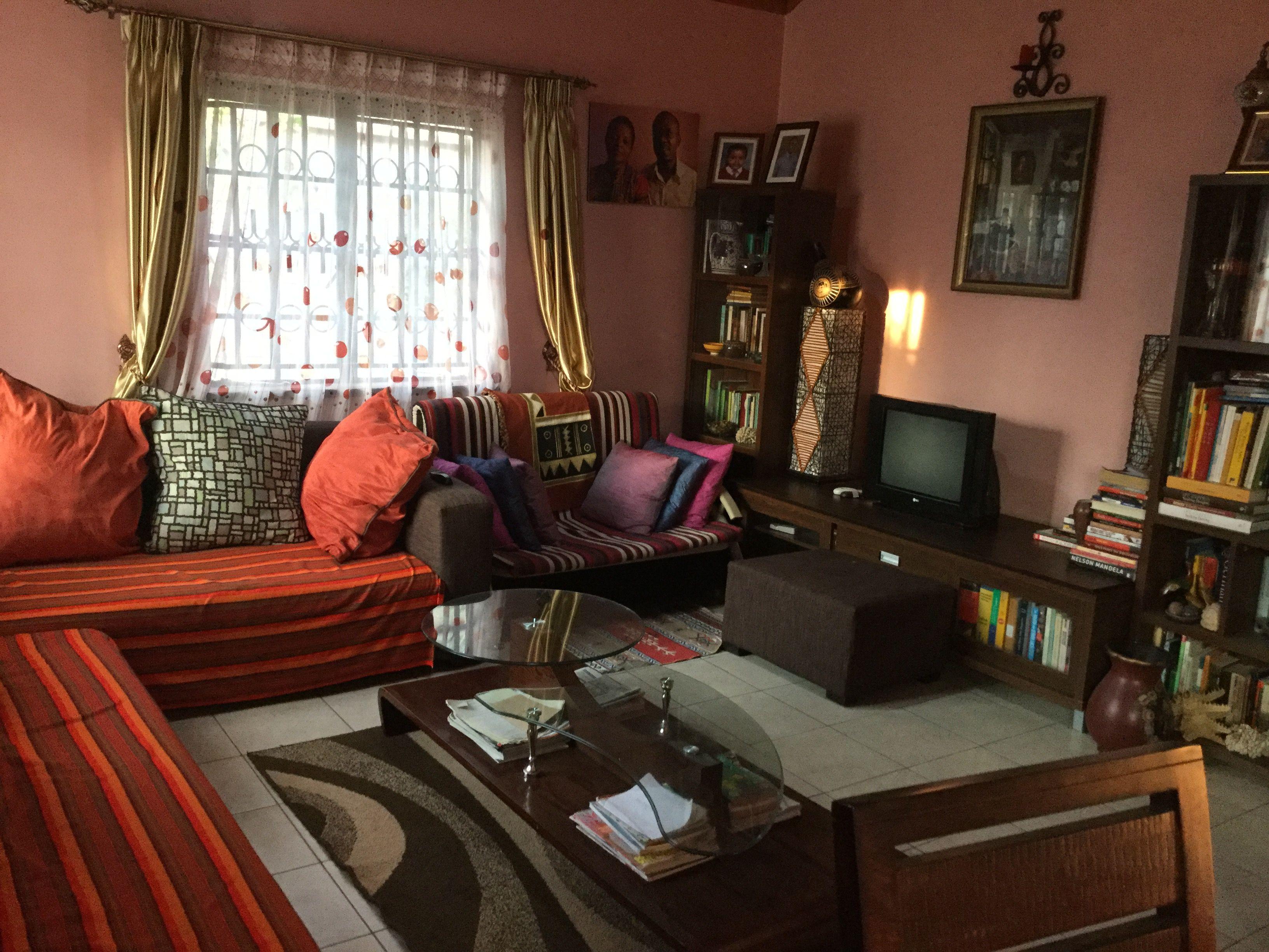 Warm, cozy living room in 2019 | Cozy living rooms, Cozy ...