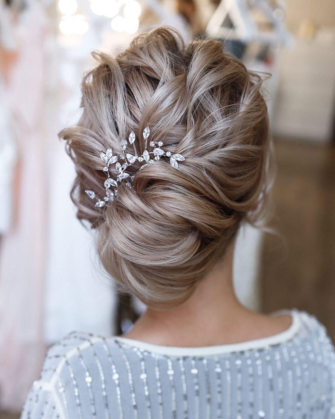 lob hair| prom hairstyles| cute hairstyles| hair scrunchie| winterformal  hairst… в 2020 г | Прически из распущенных волос, Убранные длинные волосы,  Прически для тонких волос