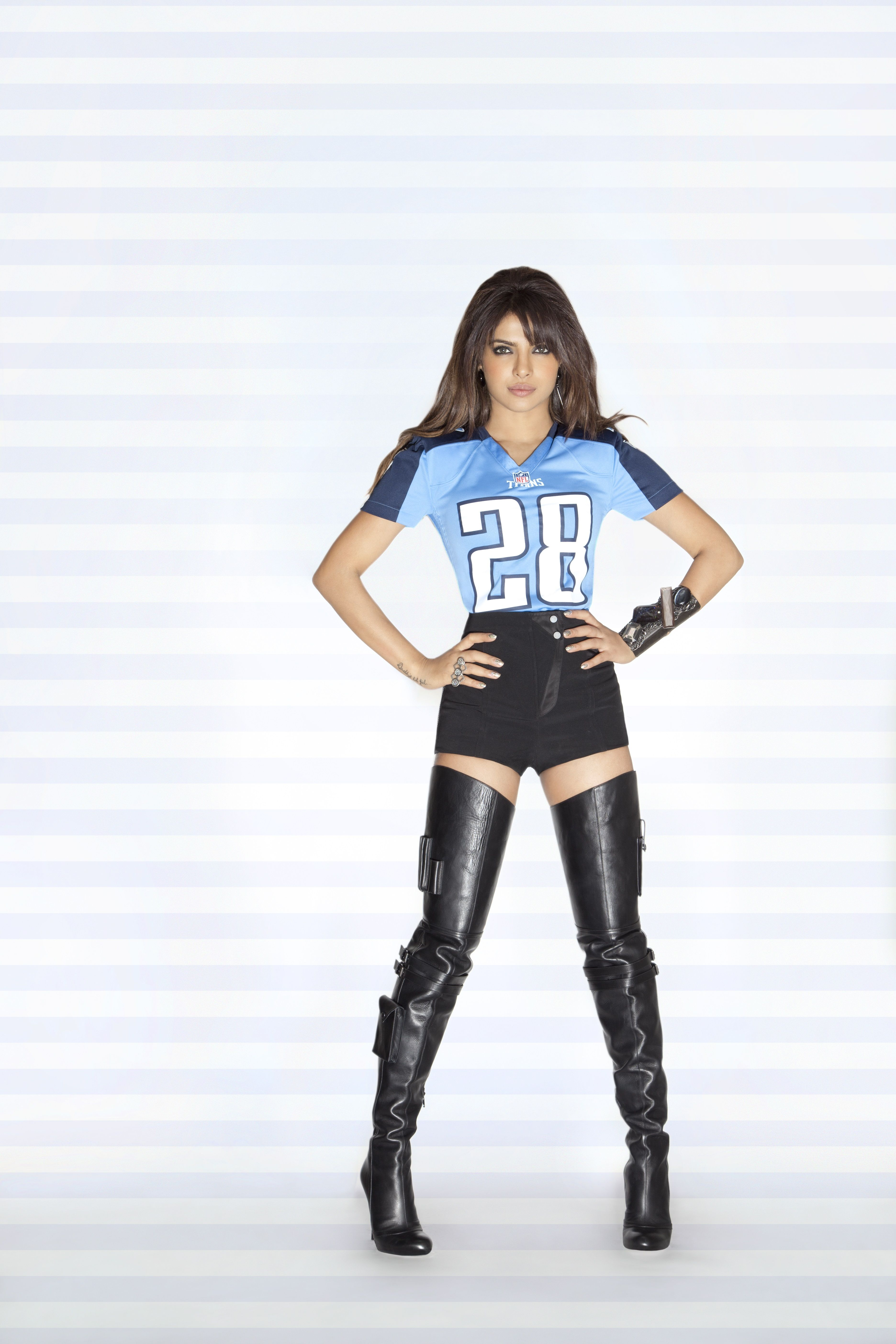 New orleans saints nfl bottle jersey drink cooler dragon sports - Priyanka Chopra Nfl 2013 14 Season Photoshoot Tennessee Titans