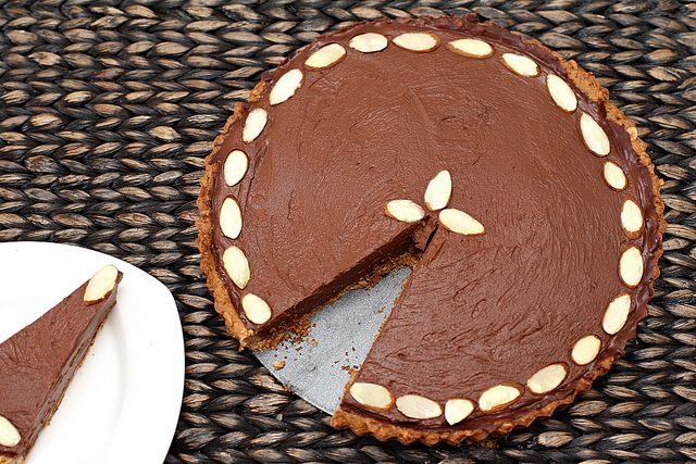 no-bake chocolate almond pie - vegan