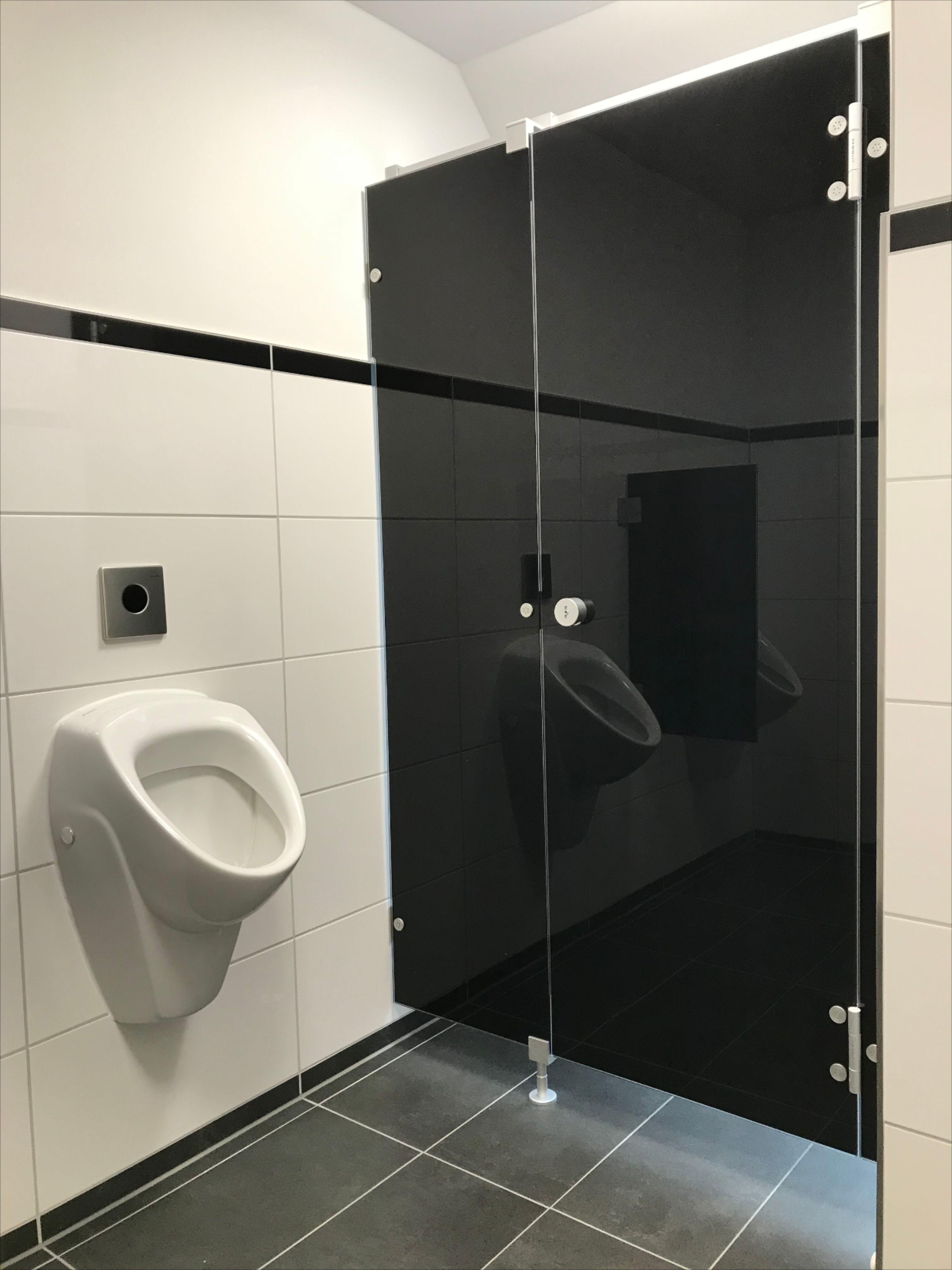 Wc Trennwandanlage Noxx Smart Von Kemmlit In Der Farbe Tiefschwarz In 2020 Verwaltungsgebaude Trennwand Wand