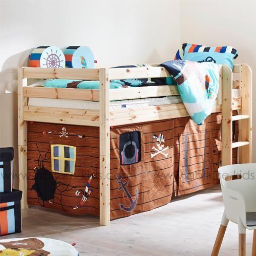 classic by flexa lit mi hauteur 90x200 cm naturel avec des rideaux de chevalier un lit en pin. Black Bedroom Furniture Sets. Home Design Ideas
