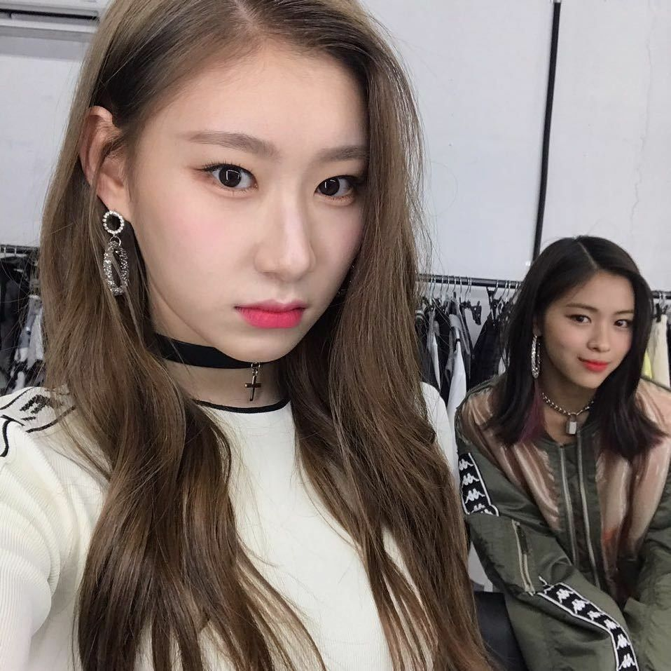 Itzy Chaeryeong And Ryujin Itzy Kpop Girls Filipino Girl