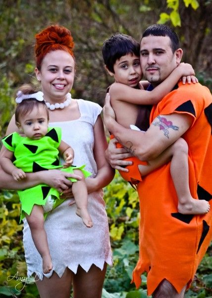 cute family halloween costume idea flintstones