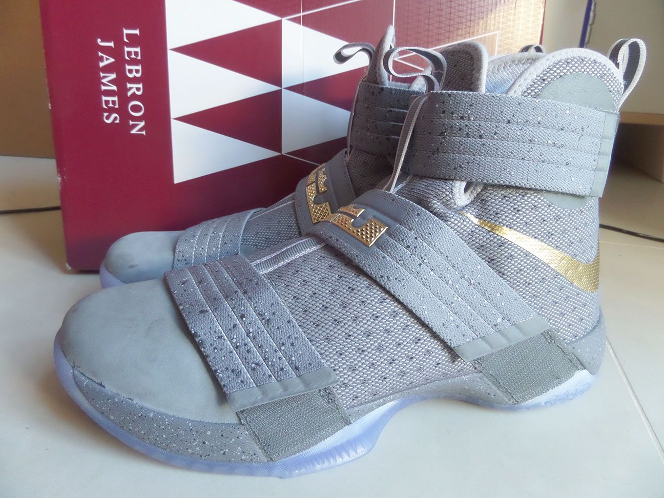 4471f55477d 100% Auth Nike LeBron Soldier 10 SFG PE Battle Grey Gold sz 10.5  899620-010