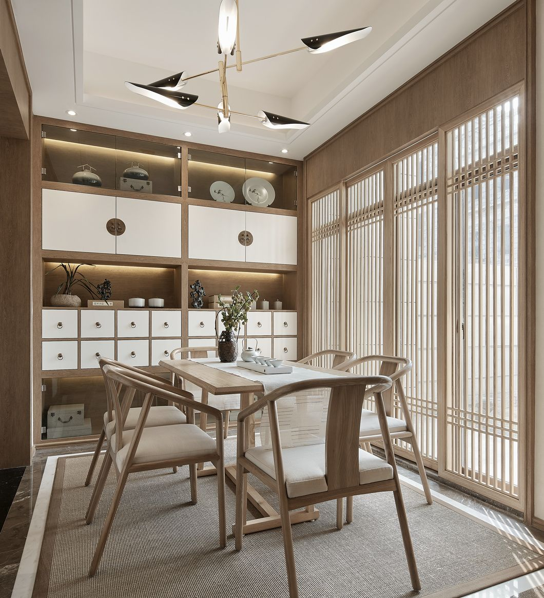 The dining room is the main entrance to the courtyard, and we have made glass sliding doors into Japanese …