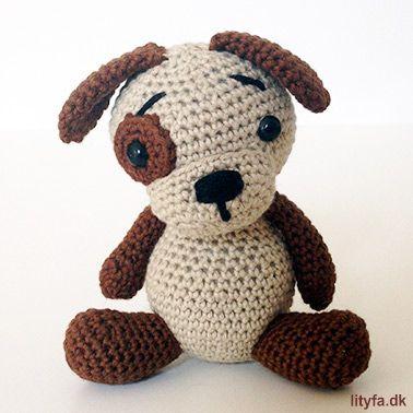 Gratis opskrift på en kær lille hæklet hund. Hunden bliver ca. 10,5 ...