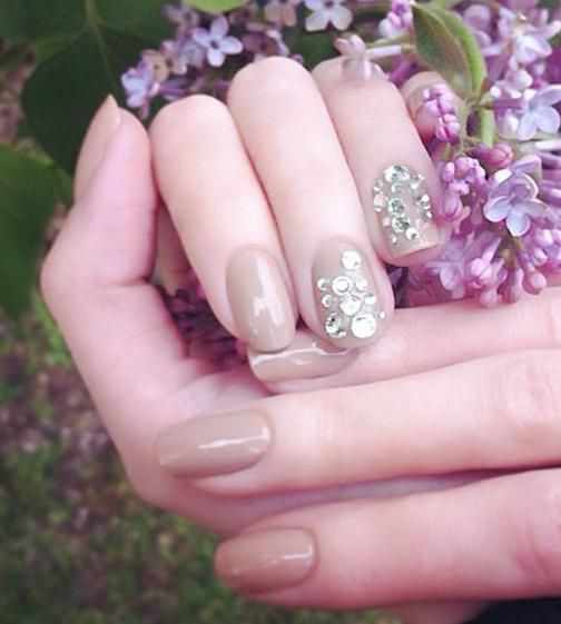 20 diseños de uñas en tonos beige, rosados y neutros | Belleza