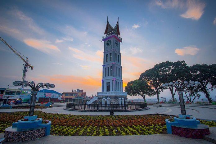 Jam Gadang Tempat Liburan Kota Bukittinggi Pemandangan