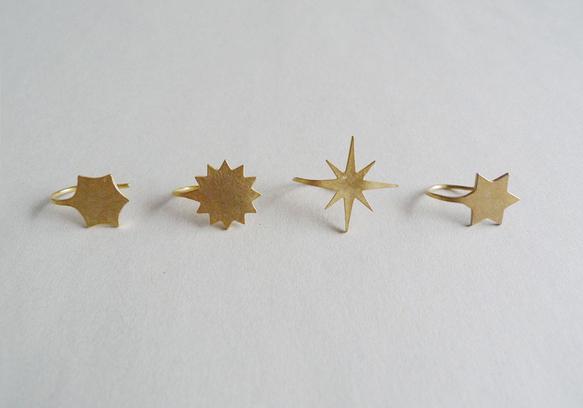 八角星のピアスです(写真右から二つ目)シルバーで出来た、星の形のピアスです。表面に18金メッキを施してあります。フック一体型でとても軽やか。どんな服装でも着け...|ハンドメイド、手作り、手仕事品の通販・販売・購入ならCreema。