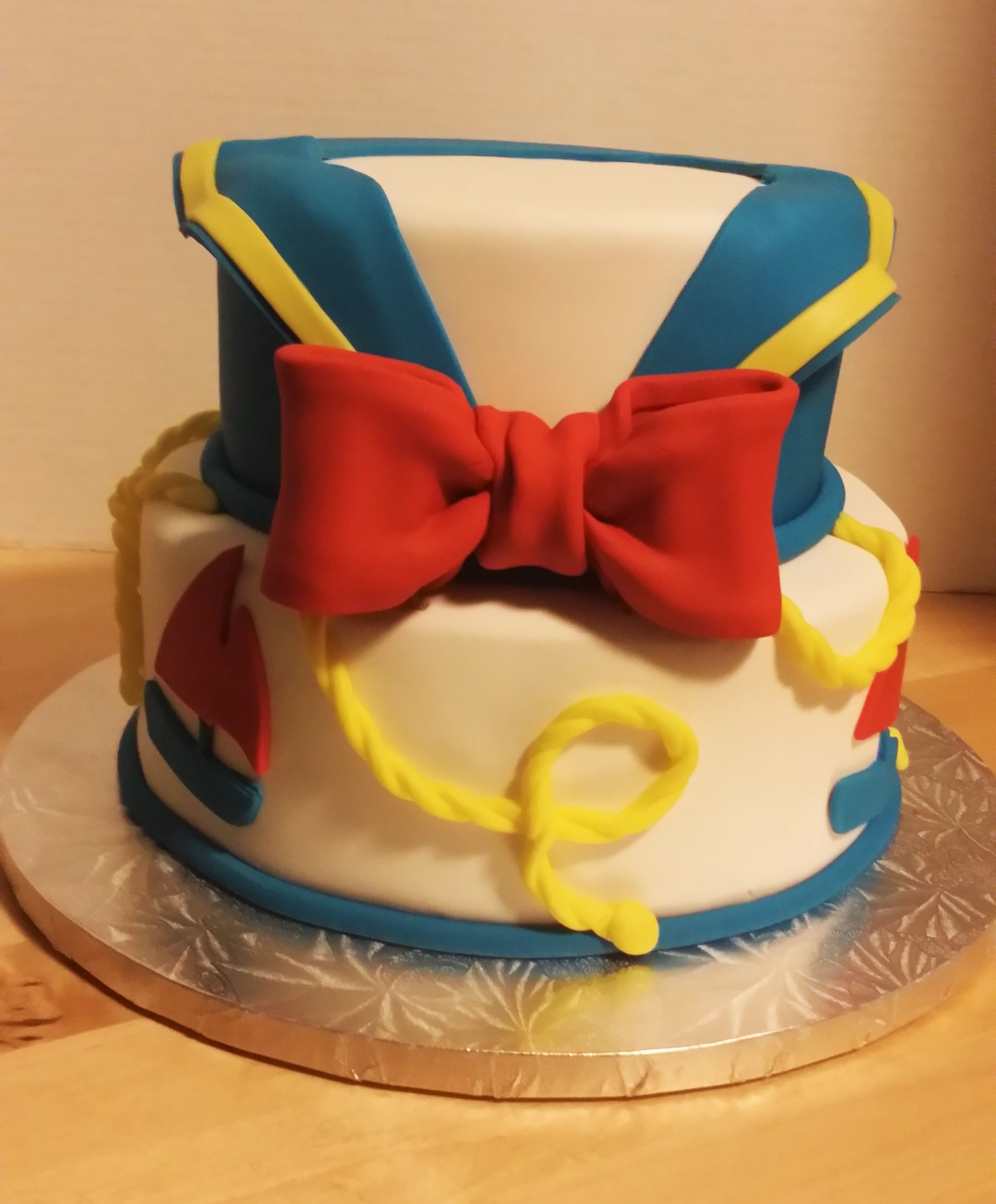 Donald Duck inspired birthday cake.