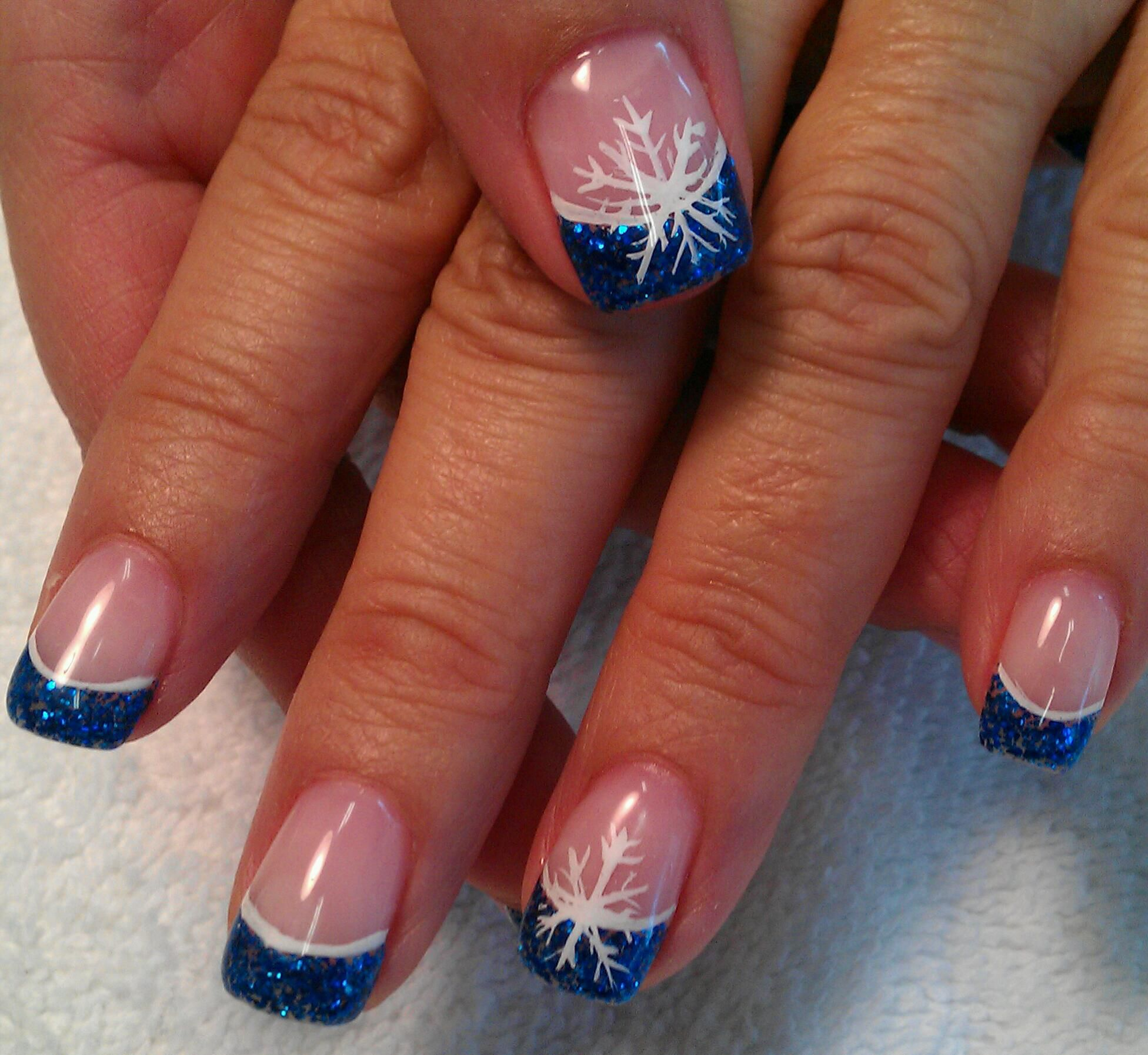 Ideas For Christmas Gel Nails: Light Elegance Gel: Brilliant Blue Glitter Gel NAILS