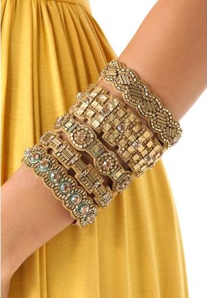 variadas y originales pulseras . Diferentes piezas combinadas en el mismo color. MariaM abalorios