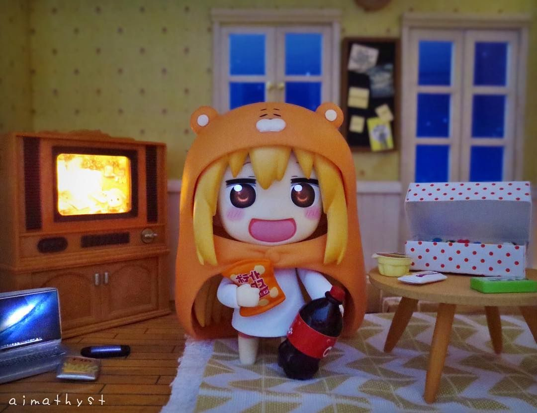 Movie night with Umaru-chan   What does everyone have planned for tonight? I'm going to go see a movie with some friends!  by aimathyst