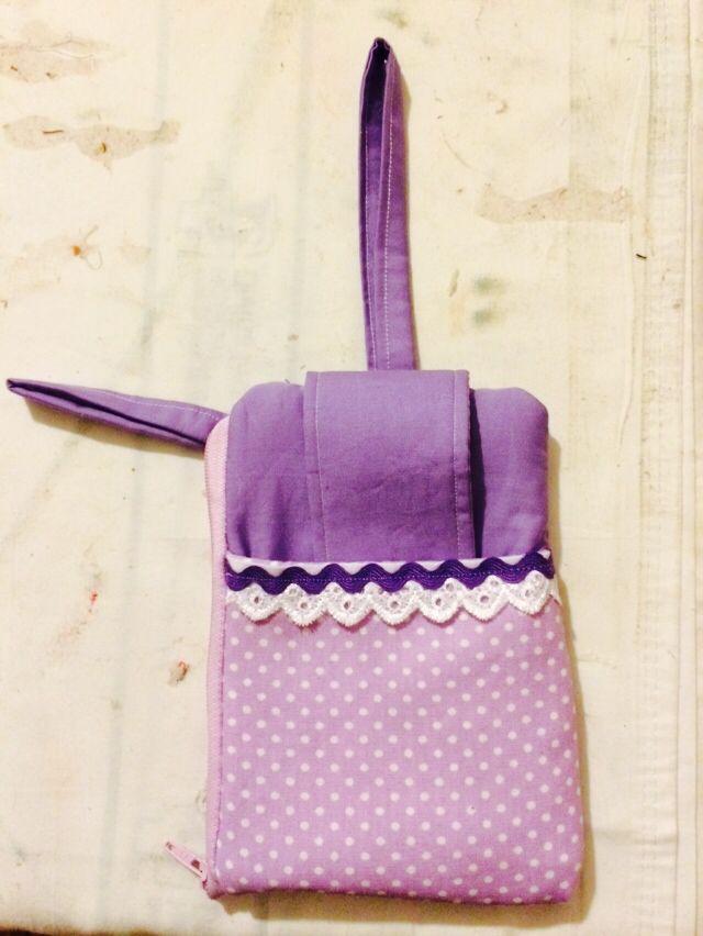 Carteira de tecido para colocar celular e bolso c zíper p doctos e dinheiro