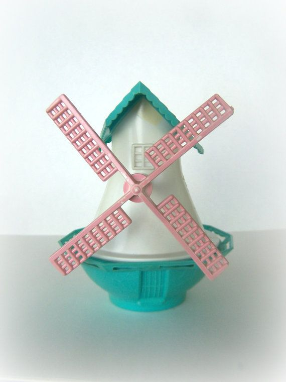 Vintage Salt and Pepper Shaker Novelty Windmill by ShakeThatThang