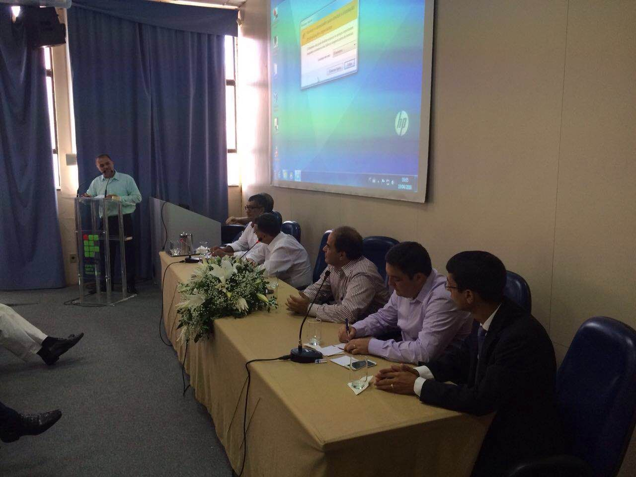 João Manoel Xavier, Presidente da ASAFISCO, discursa durante solenidade que marca o acordo entre FAUs e o Executivo de Serra, ES
