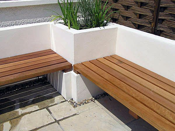 Built in garden seating side yard pinterest garden - How to build an outdoor kitchen a practical terrace ...
