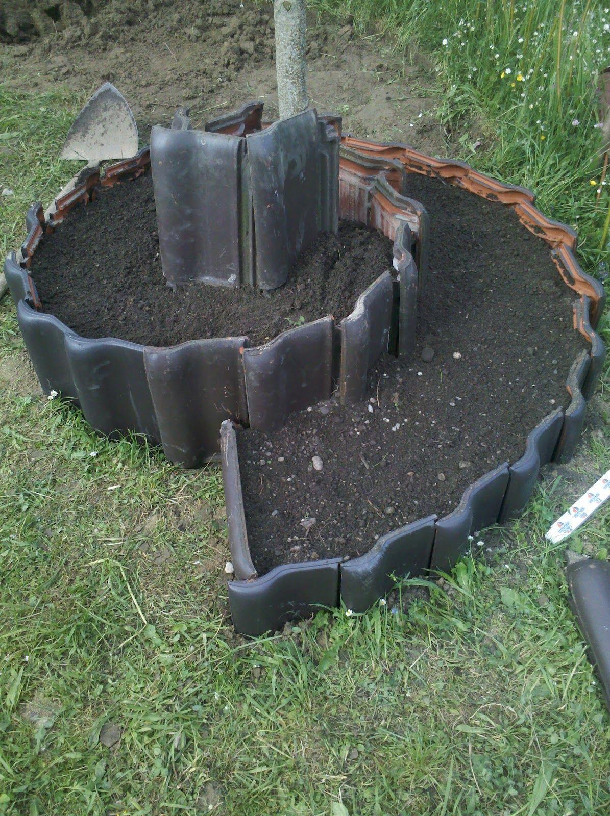 schritt 1 das loch war ja schon gegraben wegen der erde dachplatten vom nachbarn geschnorrt. Black Bedroom Furniture Sets. Home Design Ideas