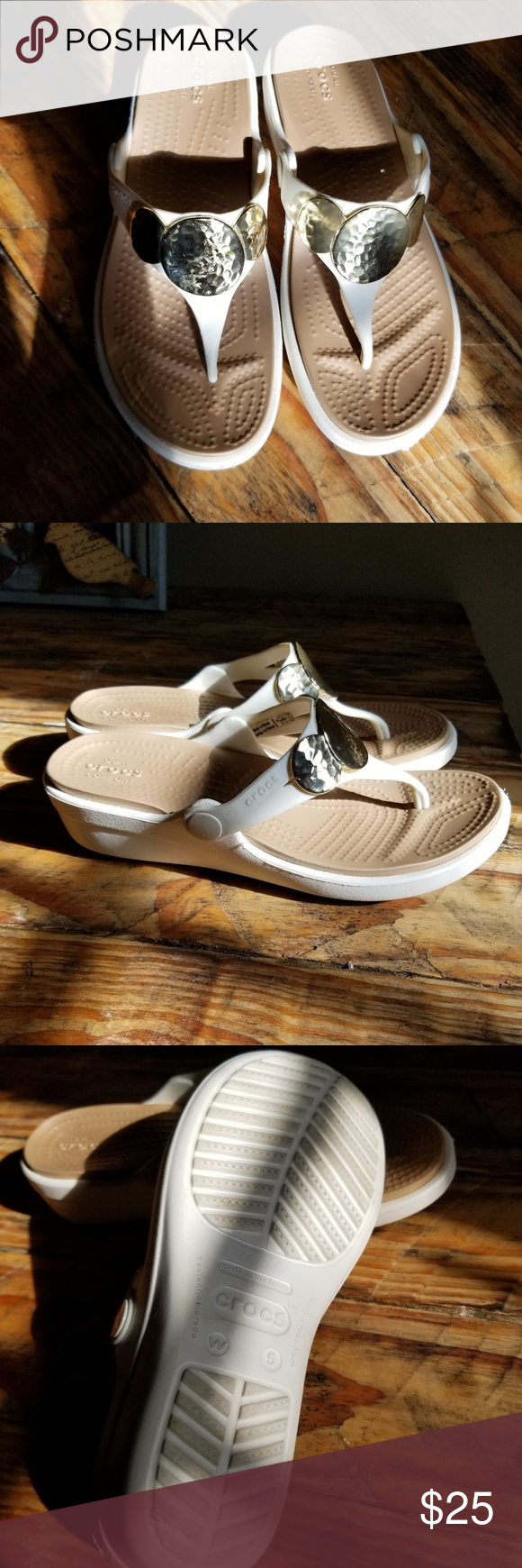 Crocs White Gold Tan Thong Low Wedge Sandal 5 Beautiful like new croc flip flop signals with gold toned embellishment. Heel is 1