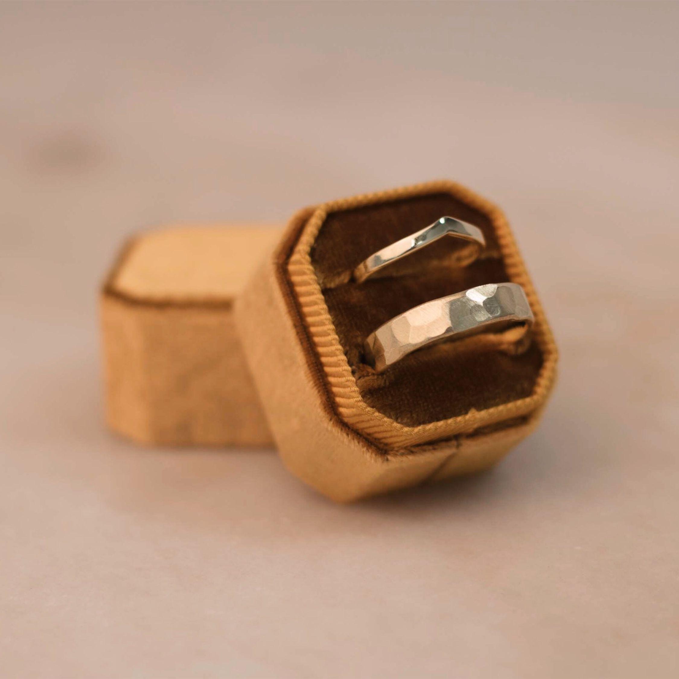14k Yellow Gold Arrow Women's Weddingband (2 x 1.2 mm) in Shiny Finish // 14k Yellow Gold Straight Men's Weddingband (5 x 1.5 mm), Hammered in a Satin Matte Finish