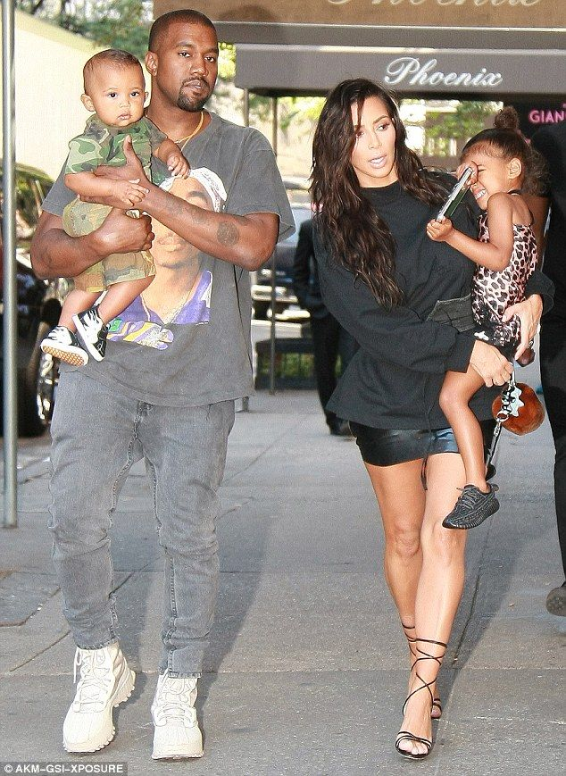 Kim Kardashian In La With Sisters While Spouse Kanye West Out In Nyc Kanye West Style Kardashian Kids Kardashian