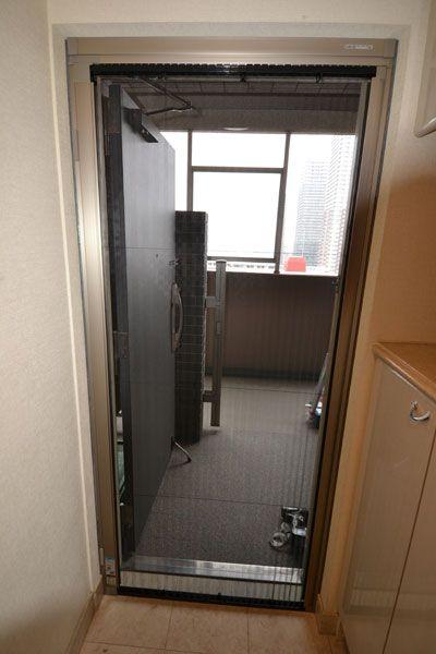 玄関ドアに網戸を設置 M邸 兵頭技建 玄関網戸 マンション 網戸
