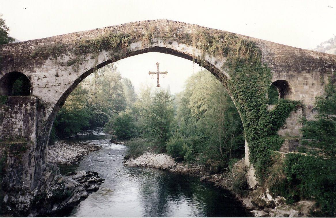 puentes de piedra aantiguos Puente Romano en Cangas de Onis Asturias foto: Angel Madrileño - Buscar con Google