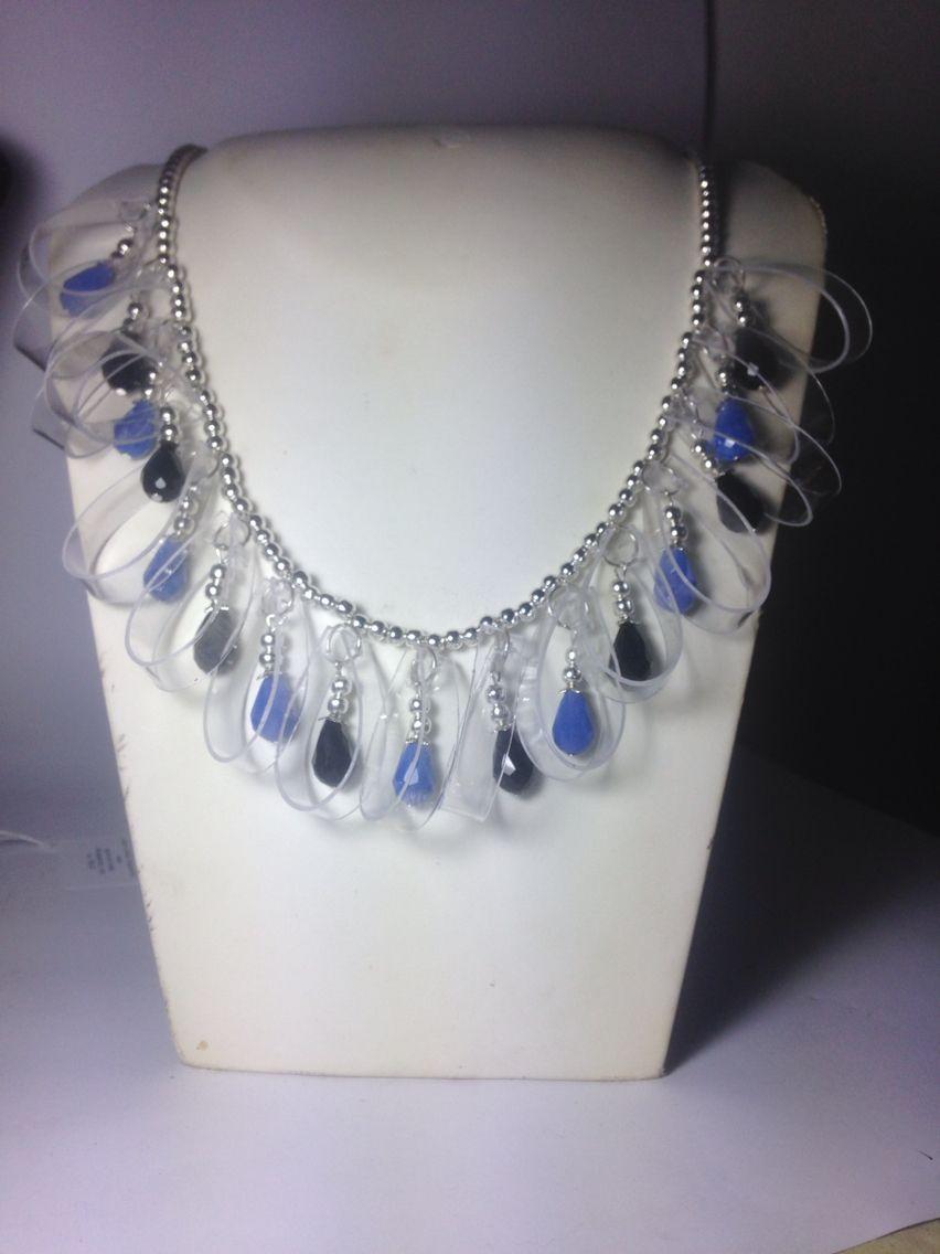 #collana in #metallo con #pendenti in #cristallo #nero e #blu e #plastica Su www.oro18.eu #oro18 #bigiotteria #bijoux #jewelry