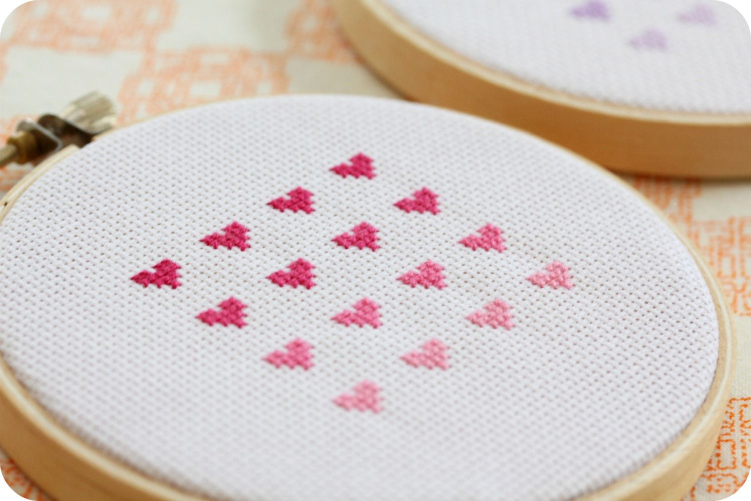 DIY: cross stitch ombre hearts