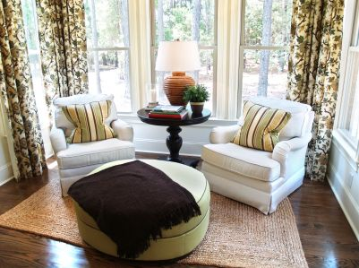 I Really Like This Pair Of Chairs In Front Of The Windows Angled Mesmerizing Bay Window Living Room Design 2018