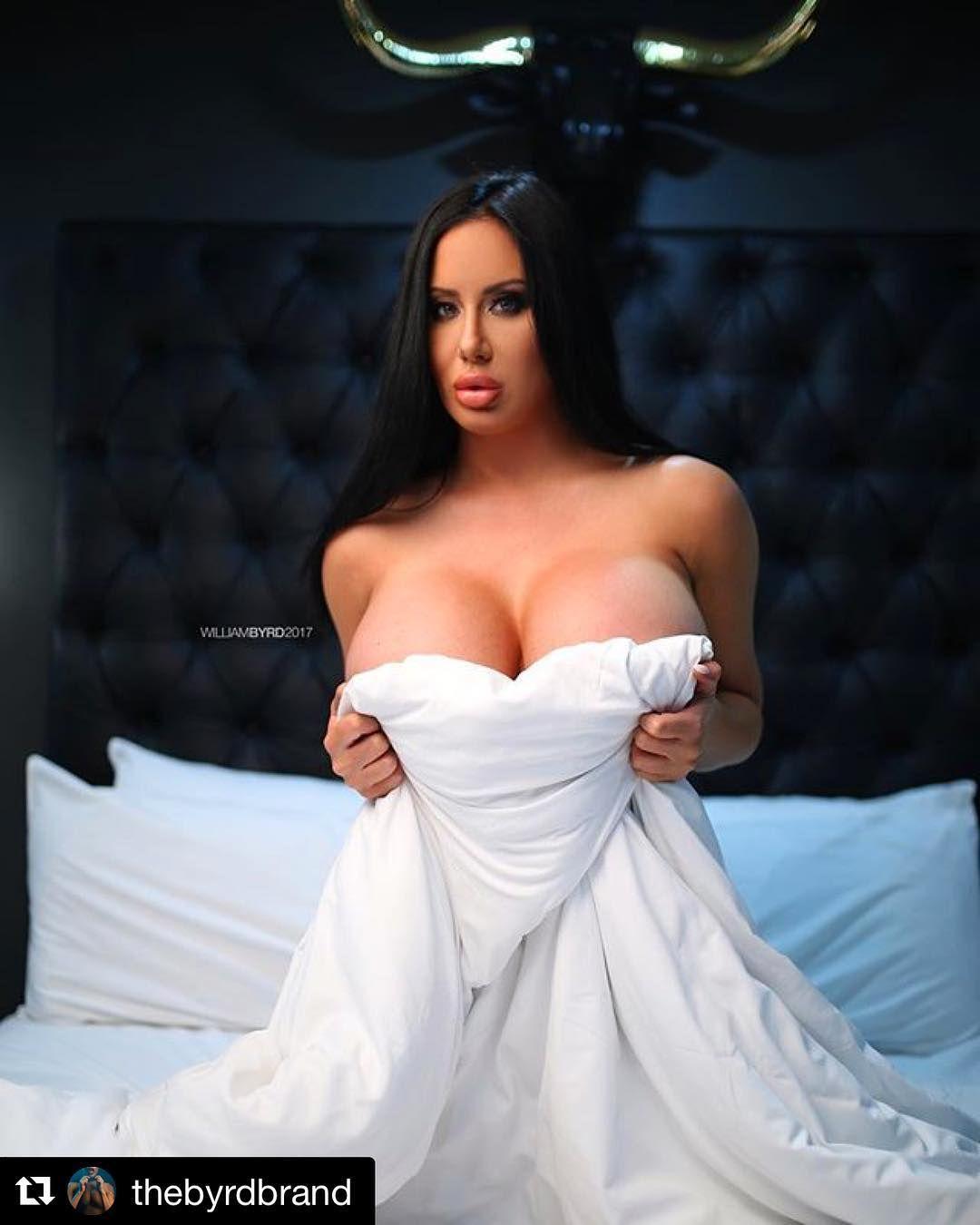 Erotic Pix Vestment of the black virgin