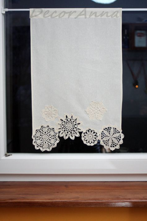 Shabby Chic Curtain With Crochet Floral Doilies French Cafe Curtain Farmhouse Country Curtain Lace Curtain Valance Height 40 Cm With Images Sypialnie Bohemy Pomysly Na Rekodzielo Rekodzielo