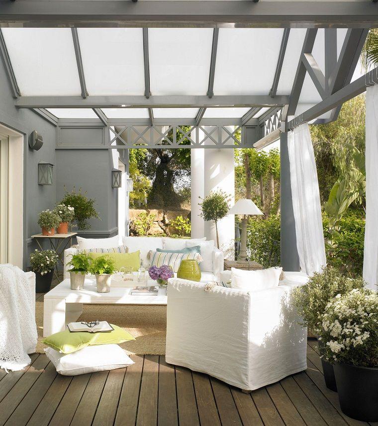 Decorare balcone i colori dell'estate per un'oasi di