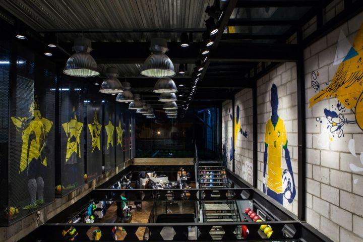 Nike football only store, Rio de Janeiro - Brazil - A primeira loja exclusiva da Nike voltada para o futebol foi inaugurada no bairro de Copacabana no Rio de Janeiro. #nike #futebol #football #varejo #retail #retaildesign #storedesign #riodejaneiro #brasil #brazil #copacabana #vm #visualmerchandising #shopwindow #windowsdisplay