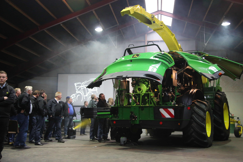 Billedegalleri: John Deeres nye 8000-finsnitter på dansk grund