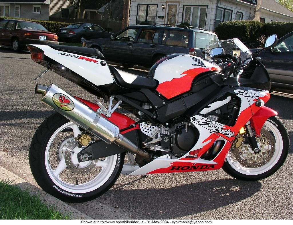 small resolution of cbr 929 rr erion racing with the black front fender replaced with a red rc51 type