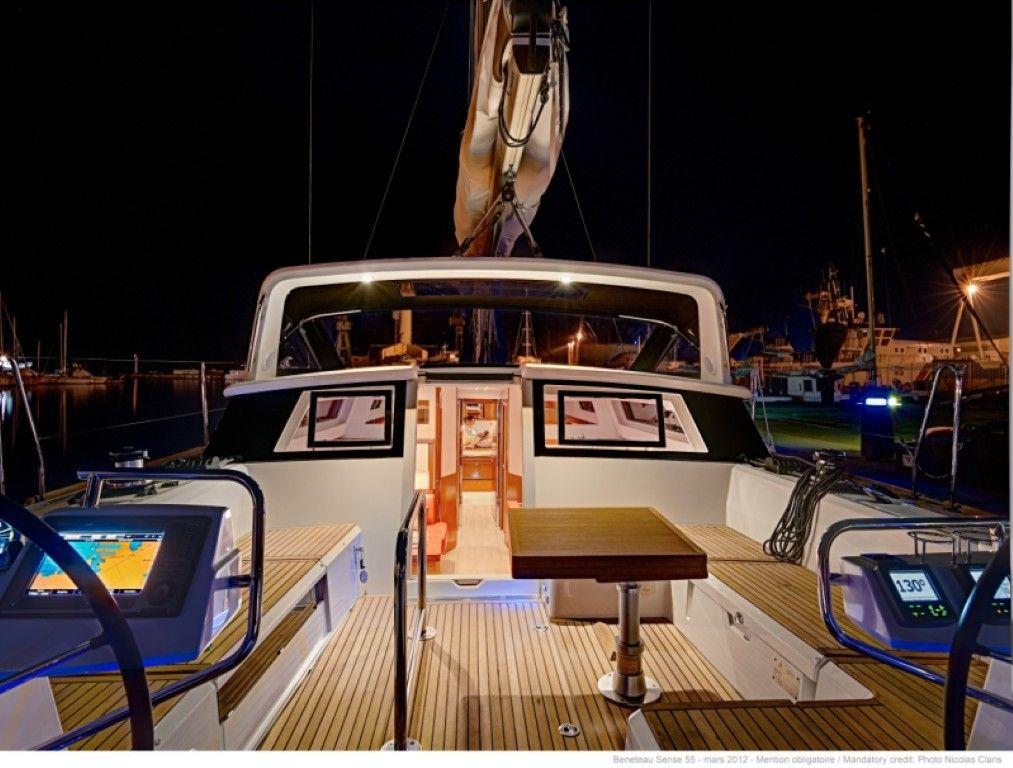 Charter Beneteau Sense 55 Cockpit :-