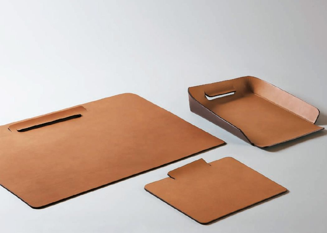 Beautiful Oscar Maschera   EDIT: LEATHER ACCESSORIES FOR A STYLISH HOME OFFICE
