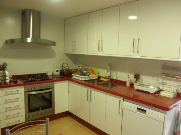 Cocina Blanca Encimera Roja | Bancada Encimera Roja Muebles Blancos Roto Encimeras Y Marmoles