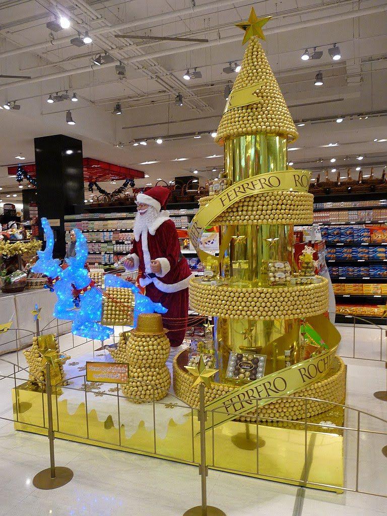 Christmas tree ornament display - Like The Tree Use Ornaments