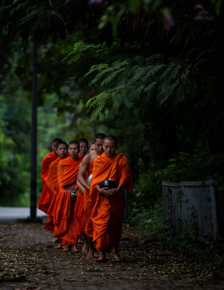 Photograph collecting alms by hamni juni on 500px