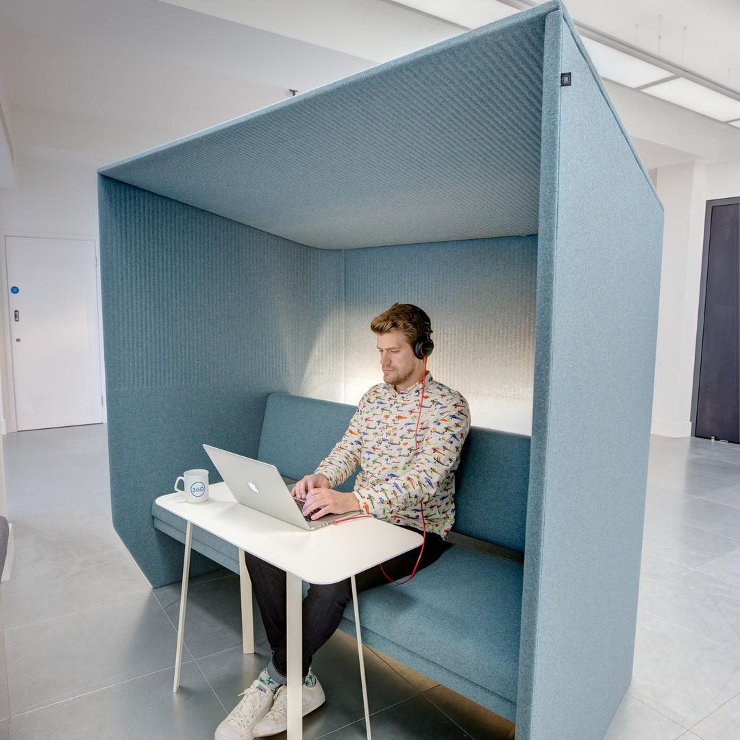 SEMIPRIVATE WORK SPACE \ BuzziHub, upholstered cocoon