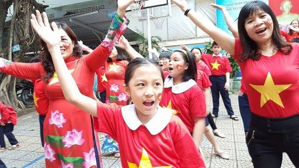 Áo cờ đỏ sao vàng trường tiểu học Phan Thanh - Hình 2