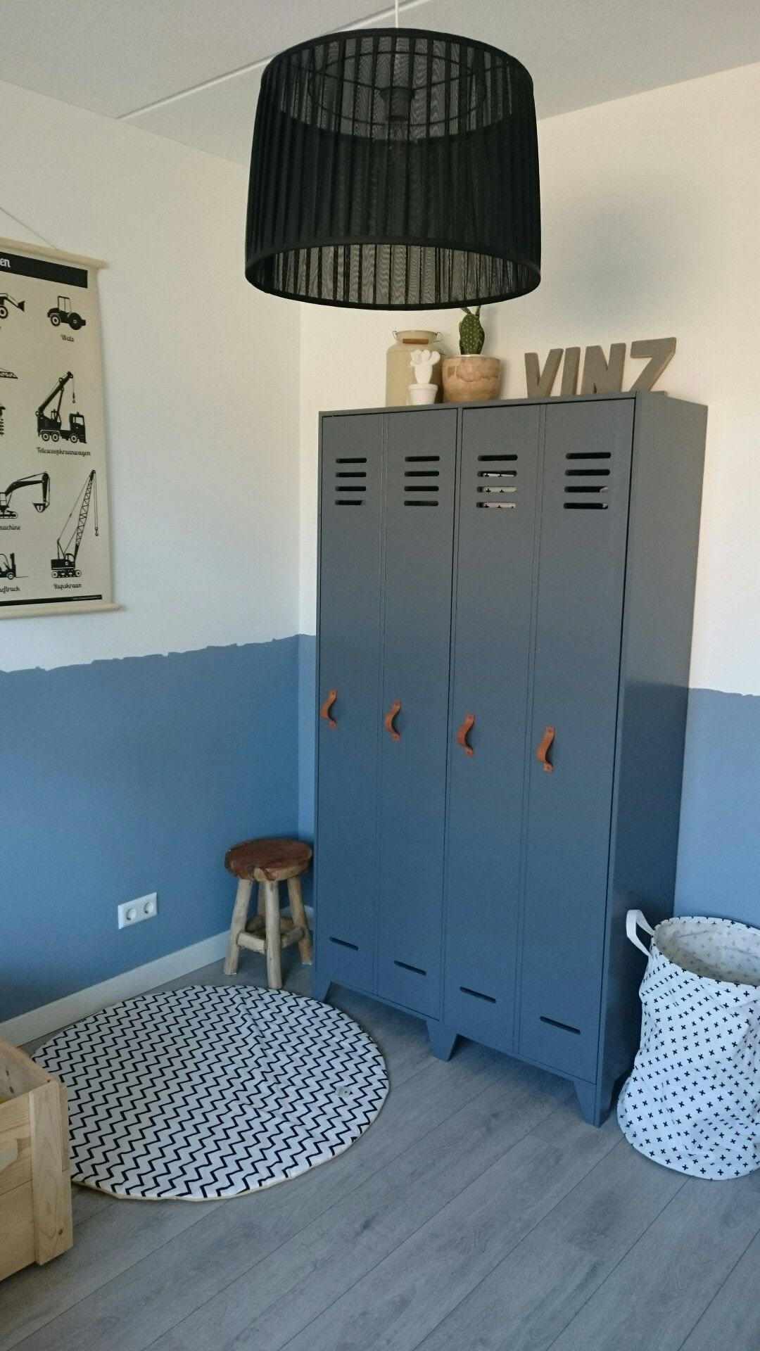 Kledingkast Van De Karwei Met Lederen Handgrepen Stijn In