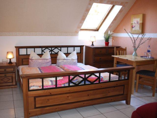 Schönes Doppelzimmer in familiärer Pension, idyllische
