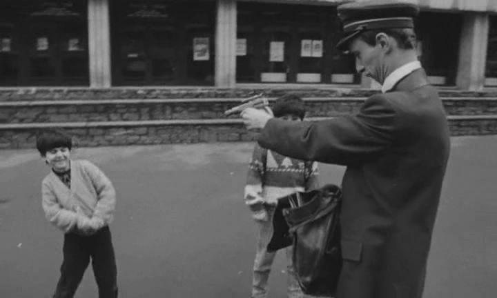 De la película OCURRIÓ CERCA DE SU CASA (Rémy Belvaux, André Bonzel, Benoit Poelvoorde, 1992)