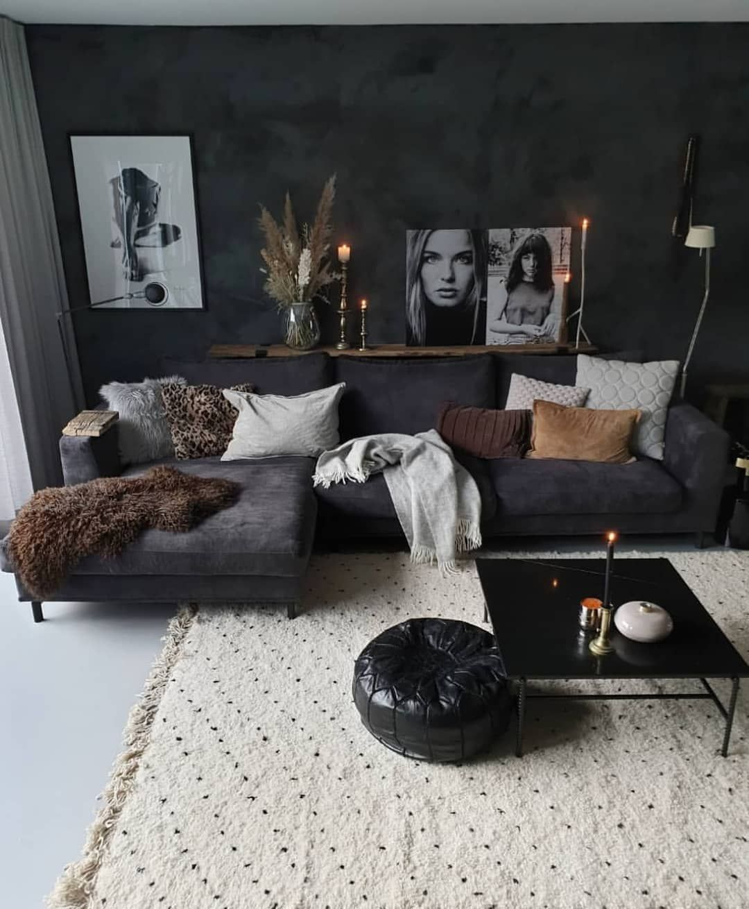 Home Decor Design On Instagram Who Loves Black Dark Interior This Living Room Has Something Classy Yet Giv In 2020 Dark Interiors Home Decor Apartment Decor