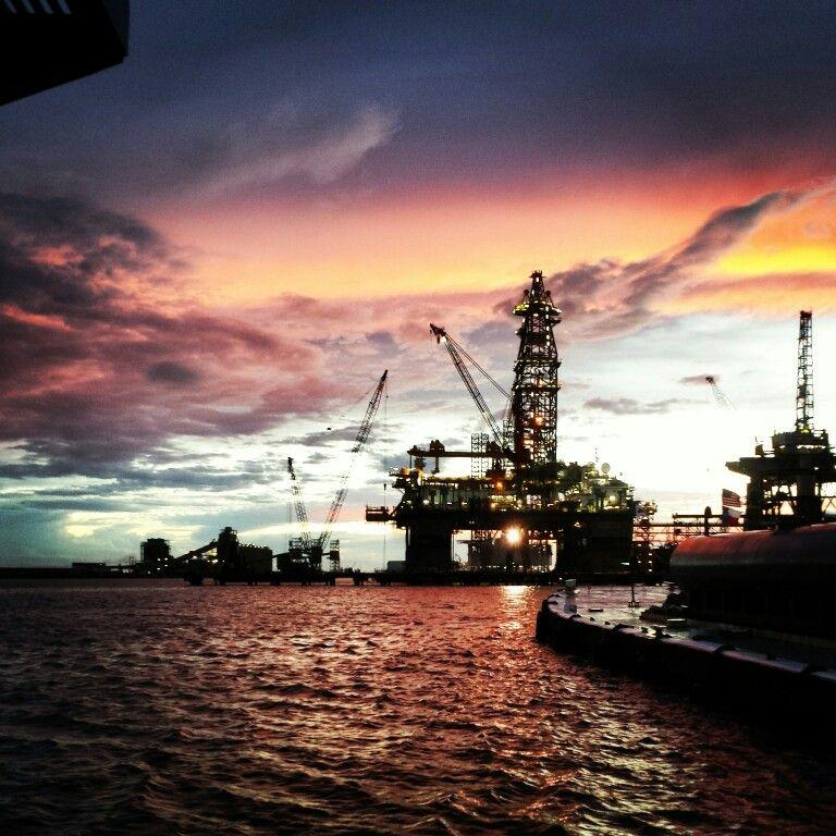 Galveston Bay tuglife oilrigs towboater Sonhos