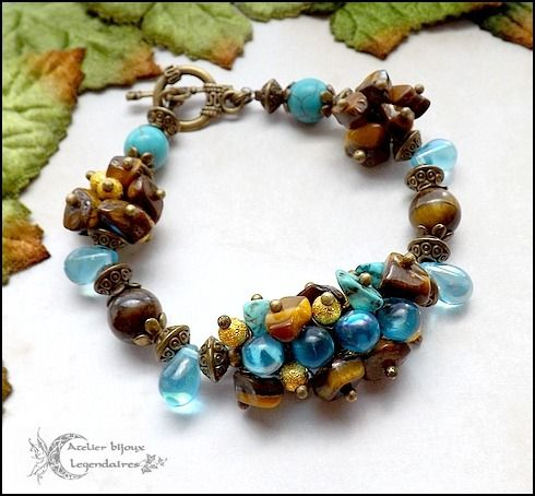 Bracelet bronze en Oeil de tigre, Howlite turquoise, perles dorées et gouttes de verre *Aura des terres antiques* : Bracelet par atelier-bijoux-legendaires